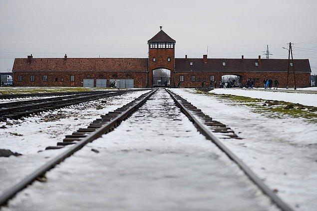 16 Ocak 2019 tarihinde eski Nazi ölüm kampının ana girişi.