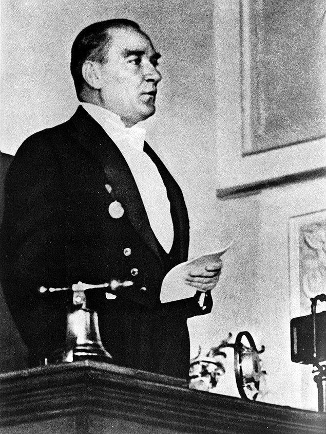 Kasım 1923, Atatürk için en zor ve yorucu dönemlerden birisiydi.