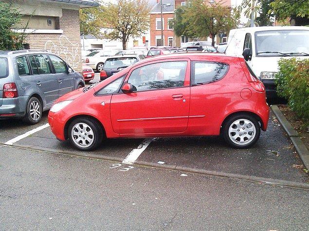 10. Arabayı nereye park edeceğini bilmeyenler gibi bir de nasıl park edeceğini bilmeyenler var tabi.