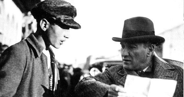 Atatürk gönderen ismine bakar ama tanımadı. Curtis LaFrance adında tanıdığı bir insan yoktu.