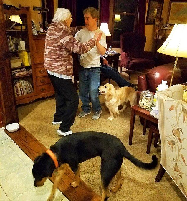 """18. """"Down sendromlu amcam ile alzheimer hastası büyükannem dans ediyorlar."""""""