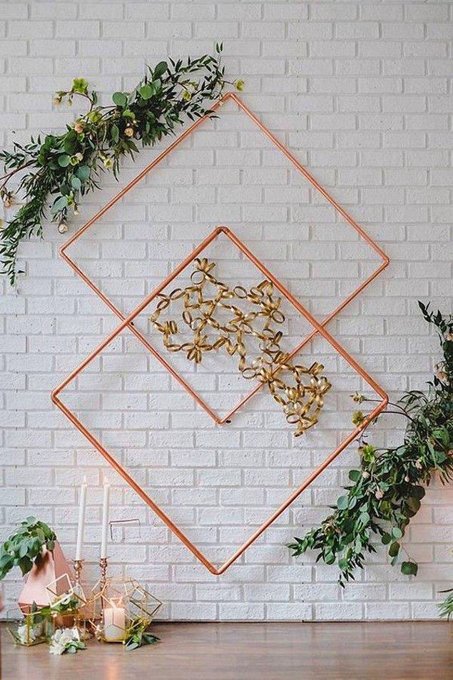 3. Düğün mekanında arka fonlarda ve gelin aksesuarlarında geometrik şekiller tercih edilecek.