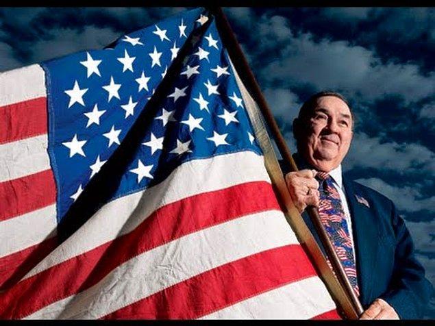 17. Şu an kullanılan ABD bayrağı 17 yaşındaki Robert Heft tarafından bir okul projesi için tasarlanmıştır. Aldığı not ise B-'dir. Fakat başkan dizaynını seçince öğretmeni notunu A'ya çevirmiştir.