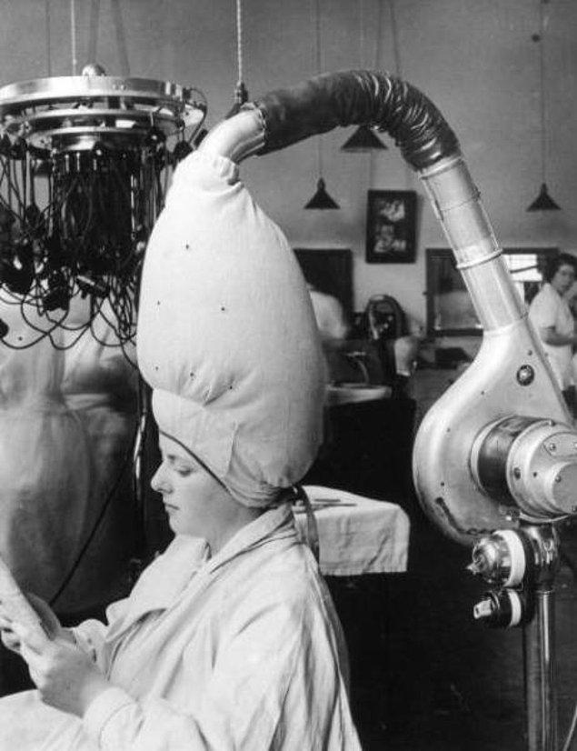 14. 1937 yılından bir saç kurutma makinesi
