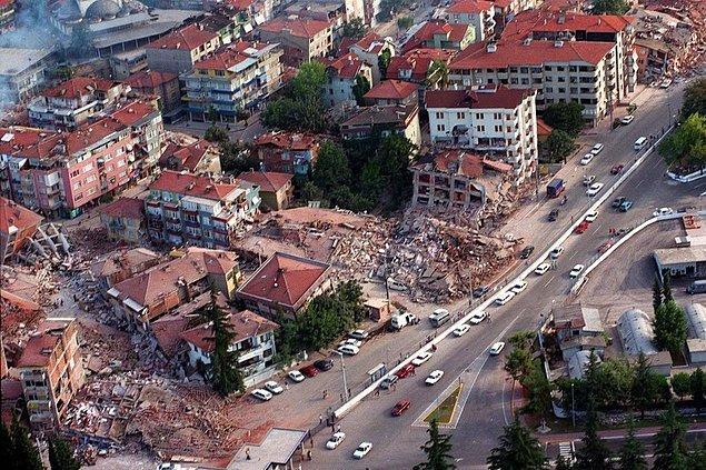 1. 1999 denilince başımıza gelen en büyük felaketlerden birini unutmamız imkansız: 17 Ağustos Depremi