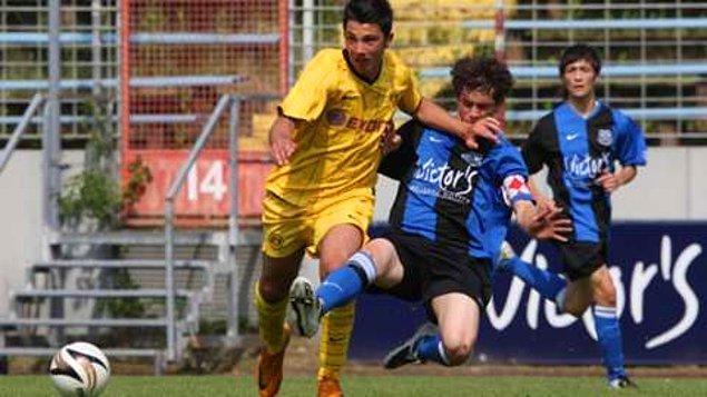 Futbol hayatına SCW Pad. Jgd. takımında başlayan Tolgay, daha sonra Almanya'nın köklü takımlarından Borussia Dortmund'un altyapısına transfer olan Tolgay Arslan sırasıyla Dortmund'un U17, U19 takımlarında oynadı.