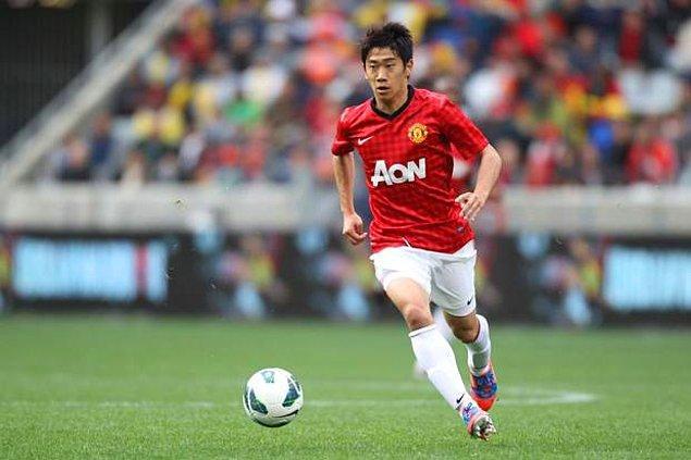 Gösterdiği performansla dikkatleri çeken Kagawa, 2012 yılında Premier Lig ekiplerinden Manchester United'a 16 milyon euro karşılığında transfer oldu.