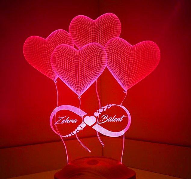 3. Biraz daha özel bir hediye arayışında olanlar için: Kişiye özel üç boyutlu sonsuz aşk led lamba.