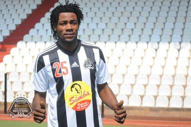 1.91 boyundaki oyuncu, futbol kariyerine Kongo Demokratik Cumhuriyeti'nin DC Motema Pembe takımında başladı. 2015'in Ocak ayında SM Sanga Balende takımına transfer olan Luyindama, burada geçirdiği yarım sezondan sonra TP Mazembe'ye transfer oldu ve burada bir buçuk sezon geçirdi.