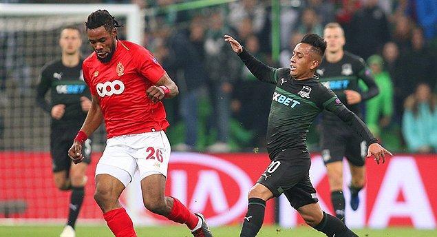 2017 – 2018 sezonun başında bu kez bonservisiyle beraber Standar Liege forması giyen Luyindama, burada geçirdiği bir buçuk sezonda 52 lig, 8 UEFA Avrupa Ligi, 7 Belçika Lig Kupası, 1 defa da Belçika Süper Kupası olmak üzere toplam 68 maçta yer aldı. Bu karşılaşmalarda 7 kez rakip fileleri havalandırdı.