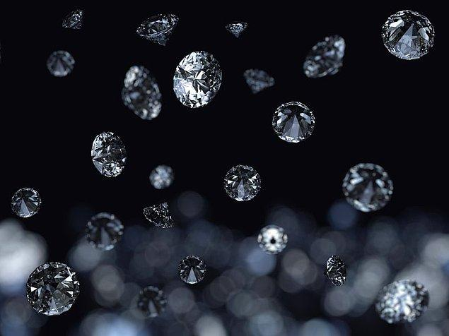 11. Satürn'e elmas yağar.