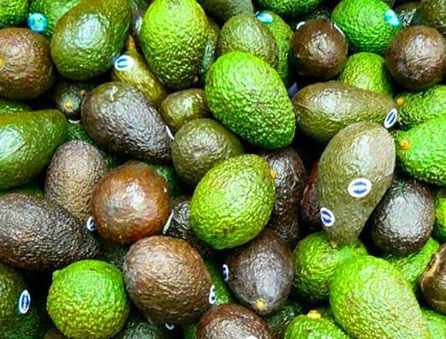 6. Avokadolar aslında sebze değil, meyvedir.