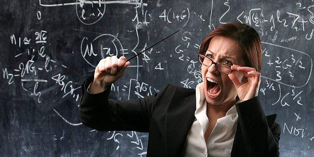 Okuldan kaçmanın cezası oldukça ağır ve dersteki hoca disiplin heyetinin başında; ama kaçman lazım. Dikkatini nasıl dağıtırdın?