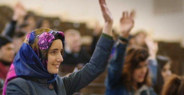 2008: TBMM'de saat 15:00 itibarıyla, ilk resmi başörtüsü serbestliği için oylama ve tartışmalar yapıldı.