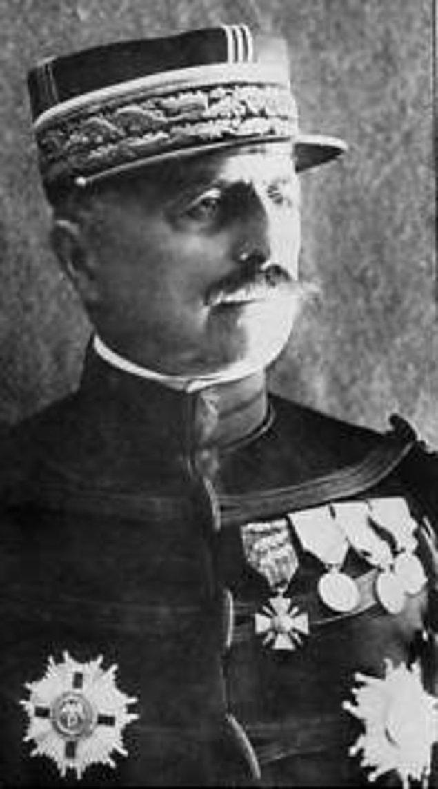 1919: İşgal Kuvvetleri Kumandanı olarak İstanbul'a tayin olan Fransız General Louis Franchet d'Espèrey, atıyla Türk Bayrağı'nın üzerinden geçerek yapmış olduğu sözde gövde gösterisi ile İstanbul'a girdi.