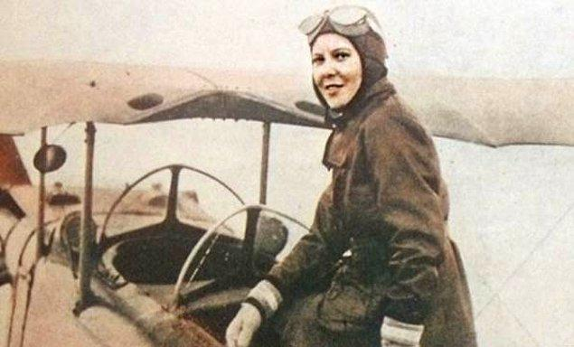 1951: Atatürk'ün manevi kızı ve Türkiye'nin ilk kadın savaş pilotu Sabiha Gökçen, pilot olarak Kore Savaşı'na katılmak için başvuruda bulundu.