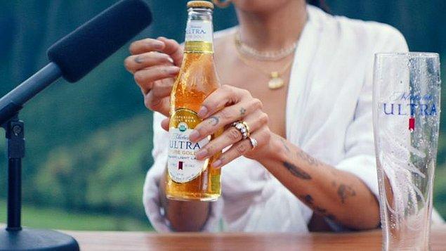 Ünlü oyuncu Zoe Kravitz'in oynadığı reklam filminde 2 adet mikrofon ve 1 adet bira yer alıyor.