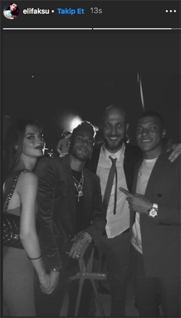 Şimdi de Neymar'ın doğum gününde Neymar'la el ele tutuşarak verdiği bu poz sosyal medyaya bomba gibi düştü.