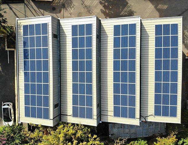 Okul, Güneş Enerjisi Santrali ile yılda 33.000 kWh elektrik üretmeyi, karbon salımını ise 25 ton azaltmayı hedefliyor.