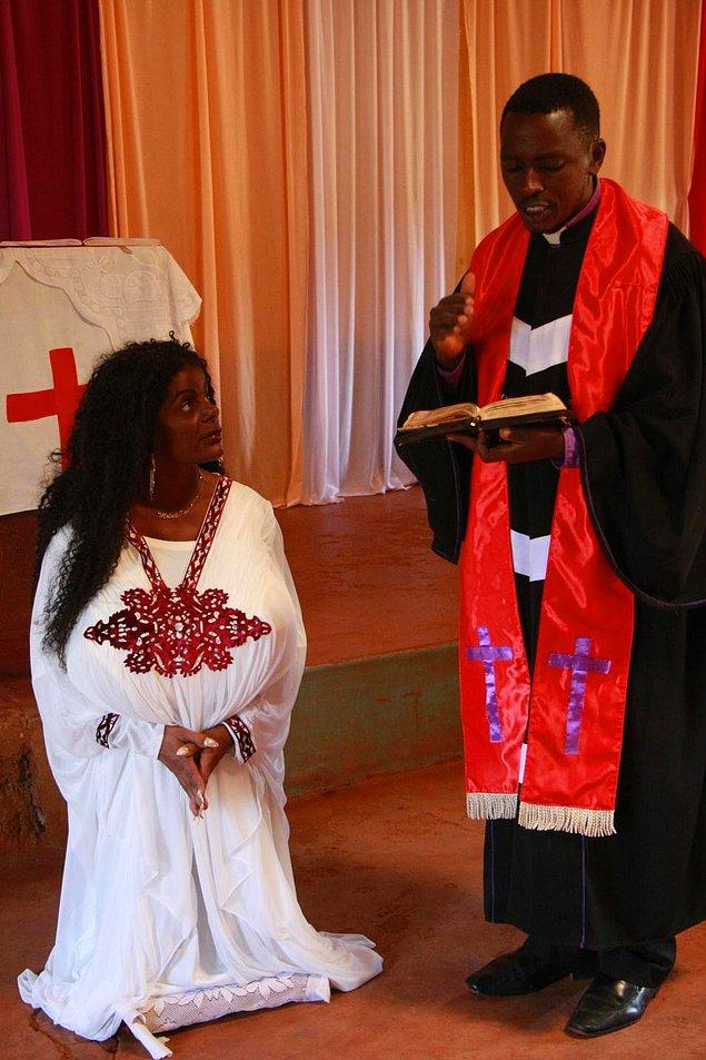 """Malaika Kubwa olarak ismini değiştiren kadının adı artık Swahili dilinde """"Büyük Melek"""" anlamını taşıyor."""