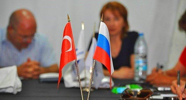 Açıklamada, Putin'in bu kararnameyi Türkiye'nin mütekabiliyet ilkesi gereği Rusya vatandaşlarına yönelik benzer önlemleri alması koşuluyla imzaladığının altı çizildi.