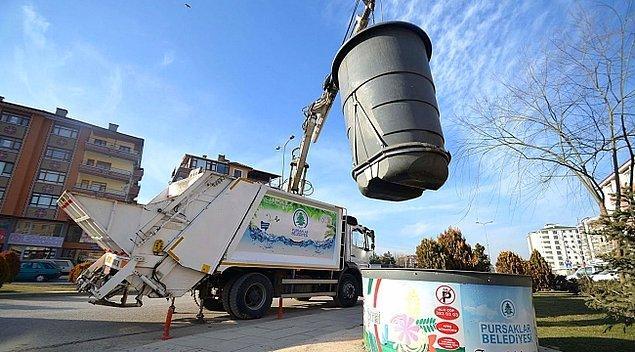 Hem trafiğin akışını bozmayacak hem de çöp konteynırlarından yayılacak kimyasal kokuları engelleyecek akıllı çöp kamyonları tasarımı ve kullanımı