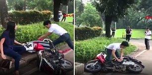 Trafik Cezasına Sinirlenince Motosikletini Parçalayan Adam