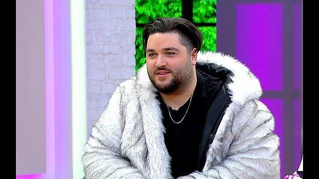 Müge Dağıstanlı ve Gülşen Yüksel Salt'ın sunduğu 2. Sayfa'nın canlı yayın konuğu da olan Anıl Şimşek, en büyük hayalinin ise Eurovision'a katılmak olduğunu söyledi.