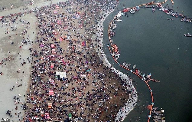 2013 yılında Allahabad'da gerçekleşen etkinlik 100 milyondan fazla hacı katılımıyla tarihteki en büyük insan toplanması olmuştu.