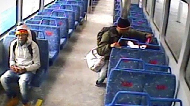 Hareket eden trenin peşinden koşan çaresiz babanın yardımına gar görevlileri yetişti.