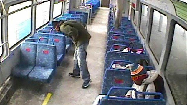 Kısa sürede durumu haber alan makinist, treni durağa geri getirdi. Baba kısa süreli paniğin ardından bebeğine kavuştu.