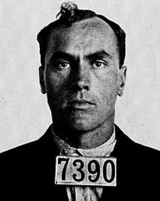 """9. """"Yaşamım boyunca 21 insanı öldürdüm, binlerce hırsızlık, kundakçılık yaptım ve 1000'den fazla erkekle birlikte oldum. Bunların hiçbiri için azıcık bile pişman değilim."""" -Carl Panzram"""