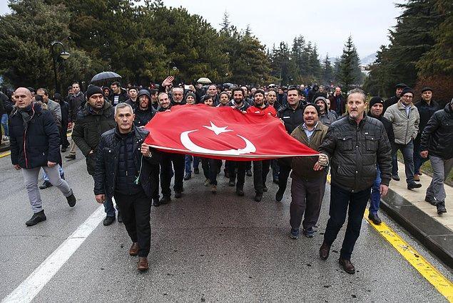 Emeklilikte Yaşa Takılanlar Sosyal Yardımlaşma ve Dayanışma Derneği altında örgütlenen EYT'liler, bugün Ankara'da bir araya geldi.