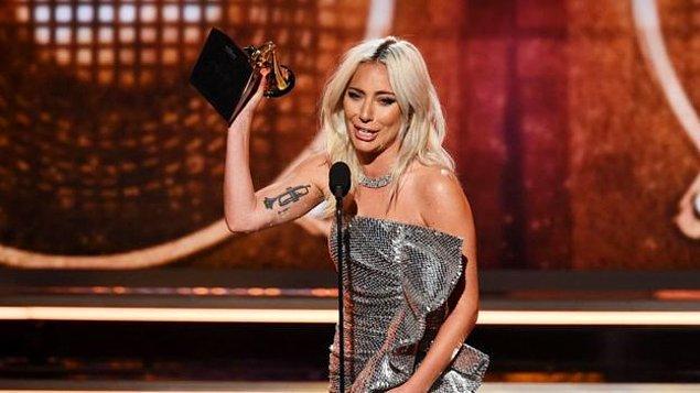 En iyi grup pop performansı: Lady Gaga ve Bradley Cooper - Shallow