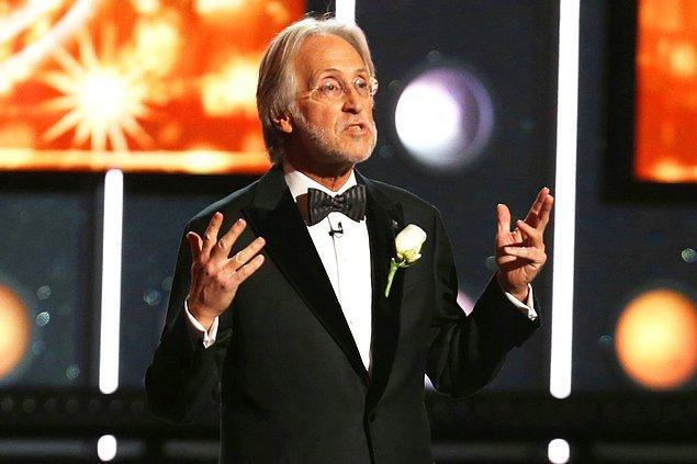 Recording Academy'nin başında bulunan Neil Portnow'un, kadınların Grammy'de daha iyi bir şekilde temsil edilmek için 'daha çok çaba harcamaları' gerektiğini söylemesi büyük tepki toplamıştı.