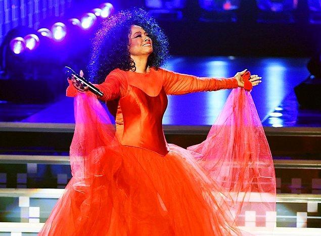 Diana Ross, 75'inci doğum gününü sahnede kutladı.