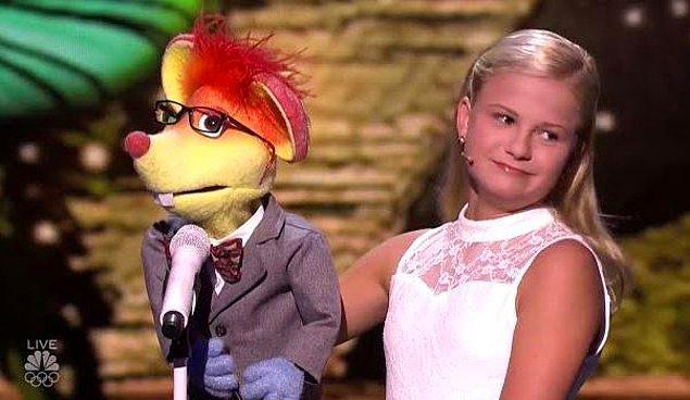 Kazandığı yarışmada kuklaları ile farklı seslendirmeler yapan genç yetenek, canlı şovlarla büyük beğeni toplamıştı.