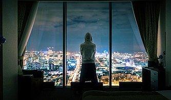 Hacker Olarak Saklandığın Bu Otelde Polislerden Kaçabilecek misin?