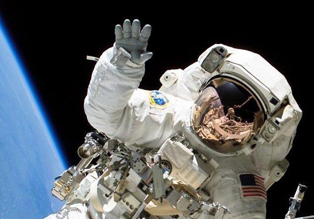 3. Uzaya gidiyorsanız; tırnaklarınızı kaybetmeye hazır olun.