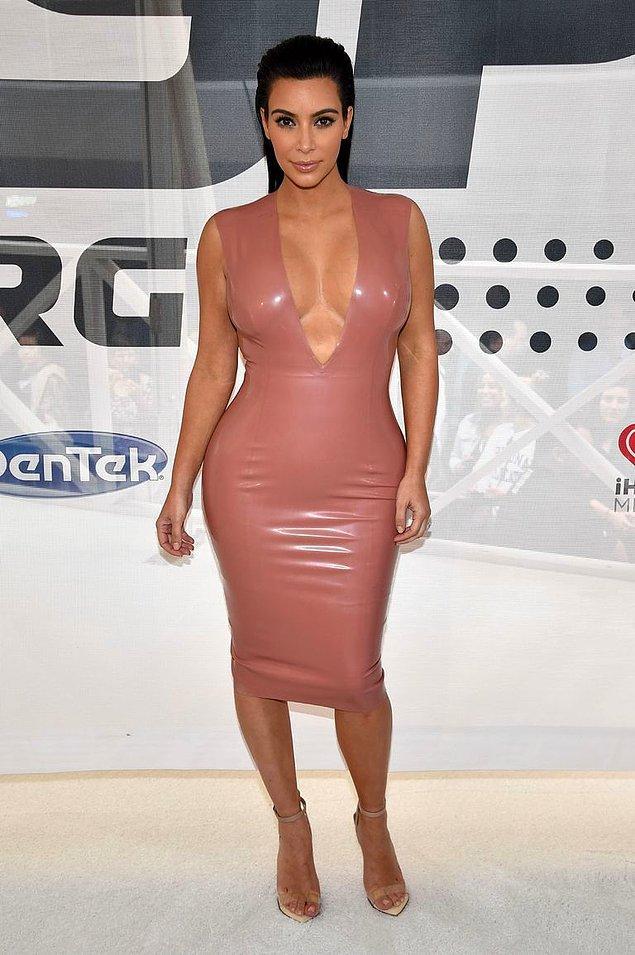 9. Hele bu elbisesi yok mu...