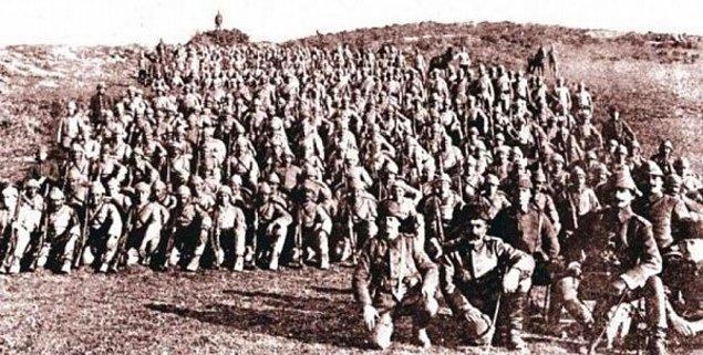 1915: I. Dünya Savaşı: Gelibolu muharebeleri başladı.