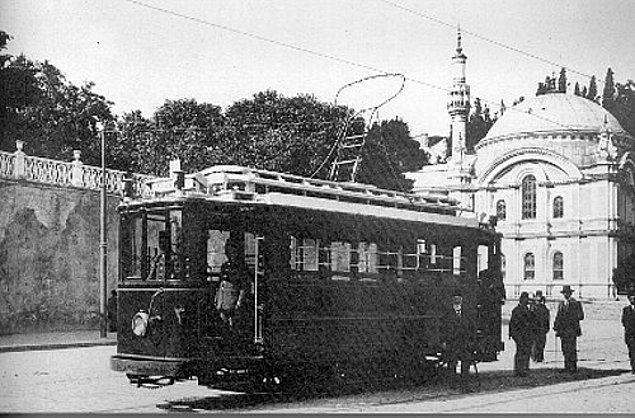 1914: İstanbul'da ilk elektrikli tramvay sefere başladı.