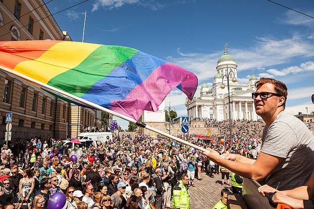 2015: Finlandiya'da 12 Aralık 2014'te meclisten geçen eşcinsel evlilik yasası, Cumhurbaşkanı tarafından onaylandı.