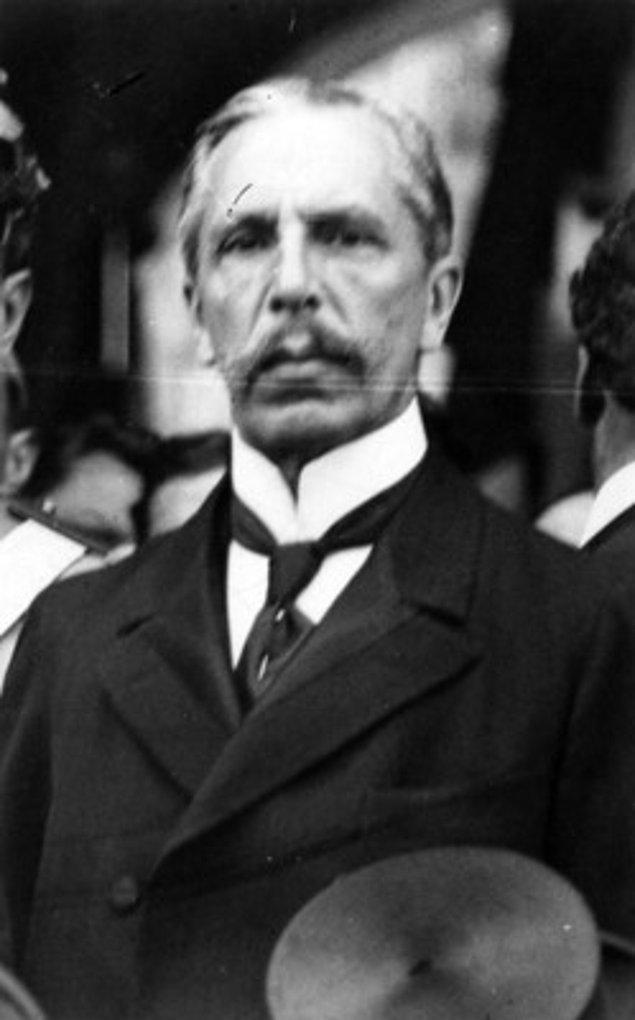1913: Pedro Lascuráin, saat 17:15'te Meksika'nın 34. Başkanı oldu, saat 18:00'de ise istifa etti.