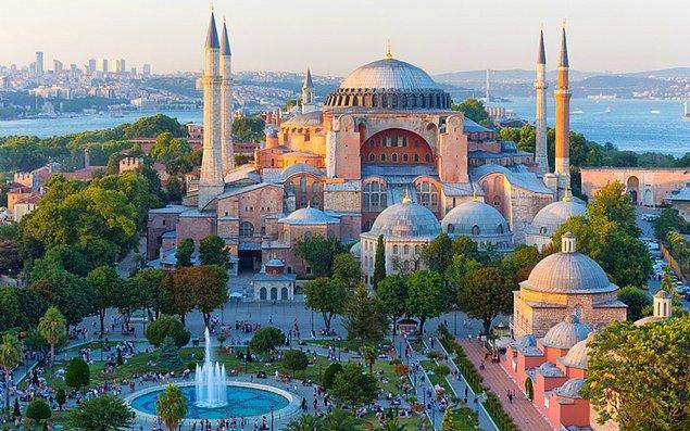 532: Bizans imparatoru I. Justinianus, Konstantinopolis'te Ayasofya'nın inşası emrini verdi.