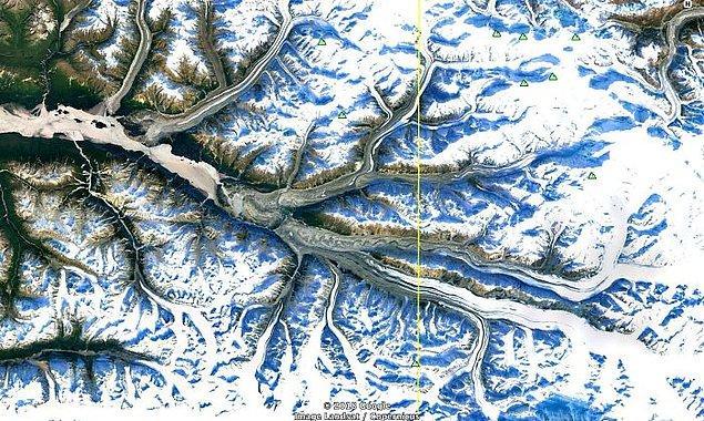 """8. """"Güney Alaska'da, birlikte akan çoklu dağ buzulu."""""""