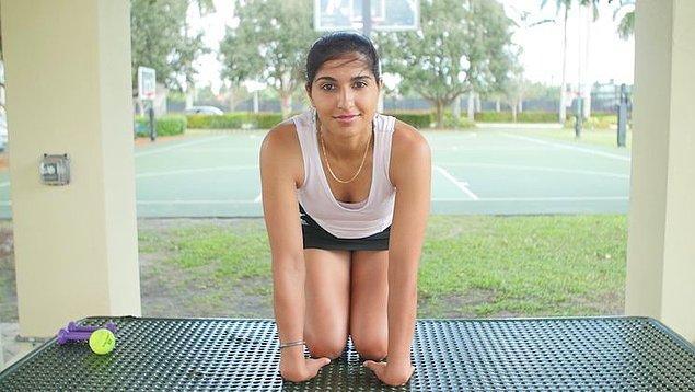 Gerdirme hareketleri de karpal tünel sendromunu önlemede etkili egzersizlerdendir.