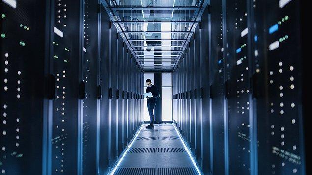 1. Data center, Türkçe'ye veri merkezi olarak geçmiştir. Son yıllarda artan teknoloji kullanımıyla birlikte bu alandaki ihtiyaç yaygınlaşmıştır.