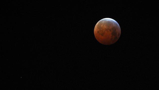 """Ay'ı en büyük ve en parlak haliyle görmek için hazırlanın. Bu akşam gökyüzünde sizleri """"Süper Ay"""" bekliyor olacak."""
