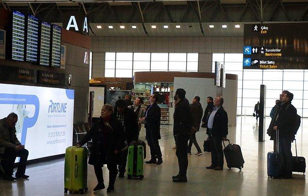 İstanbul'daki yoğun sis nedeniyle Sabiha Gökçen Havalimanı'na inemeyen 4 uçak, Bursa'daki Yenişehir Havalimanı'na iniş yaptı.